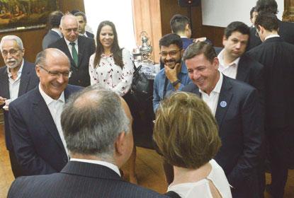 Geraldo Alckmin e Orlando Morando, durante cerimônia para assinatura do termo de repasse. Foto: Omar Matsumoto/PMSBC