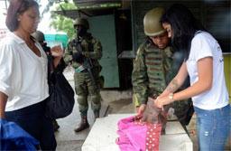 Forças Armadas fazem operação conjunta com as polícias Civil e Militar em comunidades na zona oeste do Rio: Vila Kennedy, Vila Aliança e Coreia. Foto:  Tânia Rêgo/Agência Brasil