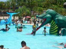 O Thermas Water Park tem um amplo leque de atrações, incluindo a maior piscina de ondas do estado. Foto: Divulgação