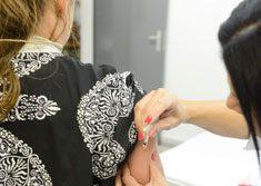 Imunização prioriza profissionais da Saúde, idosos, crianças de seis meses até 5 anos, gestantes e puérperas. Foto: Omar Matsumoto/PMSBC