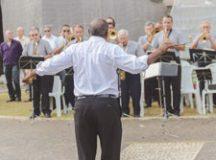 Aos 81 anos, o maestro Claurício Cypriano preserva  o amor e o carinho pela banda que comanda desde 1993. Foto: Alex Cavanha/PSA