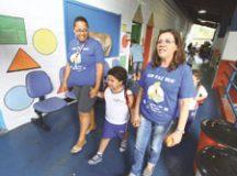 Luca conta com professora e auxiliar de apoio à educação inclusiva. Foto: Roberto Mourão/PMM