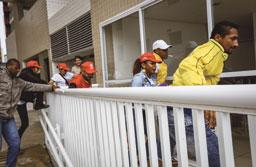 MTST invade tríplex, faz coro pró-Lula e diz ser 'apartamento de pobre'