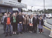 Onze senadores fizeram vistoria nas instalações onde o ex-presidente Lula está preso. Foto: Gibran Mendes