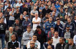 Os cerca de 8 mil metalúrgicos na planta da Mercedes-Benz têm mantido a fábrica parada desde o dia 14. Foto: Edu Guimarães/SMABC