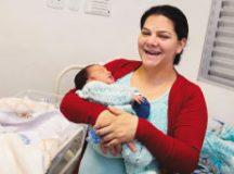 Bianca, mãe do Davi, destacou a qualidade no atendimento . Foto: Gabriel Mazzo/PMETRP