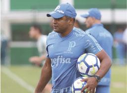Torcida do Palmeiras pede saída de Roger Machado