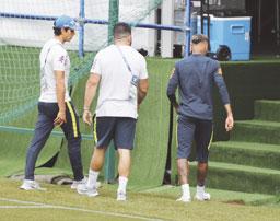 Dores no tornozelo afastam Neymar de treino