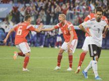 Cheryshev comemora com Gazinskii o segundo gol russo e o terceiro dele nesta Copa. Foto: Divulgação