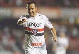 S.Paulo bate Vitória e assume vice-liderança