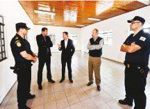 Orlando Morando visitou as futuras instalações da GCM. Foto: Gabriel Inamine/PMSBC