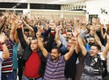Assembleia realizada na semana passada em Diadema aprovou pauta de reivindicações. Foto: Adonis Guerra/SMABC
