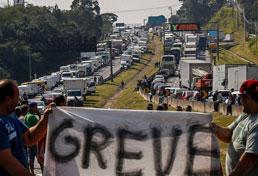Senado aprova tabela do frete e anistia multas na greve dos caminhoneiros