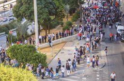 Às 9 horas, mais de 4 mil pessoas estavam na fila. Foto: Cris Faga/Folhapress