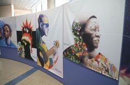 Trabalhos do artista plástico Elifas Andreato podem ser conferidos até o dia 20 no térreo 1 da prefeitura. Foto: Alex Cavanha/PSA