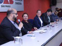 Leandro Macario,  Marilza, Regina Gonçalves, Ricardo André e Marcio Junior, durante debate na OAB Diadema. Foto: Divulgação