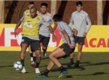 Emerson Sheik e Romero, durante treino do Corinthians ontem, em Chapecó. Foto: