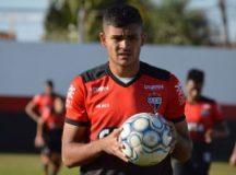 Júnior Brandão é líder da artilharia com nove gols. Foto: Paulo Marcos/Atlético-GO