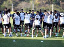 Cuca orienta treino do Santos no CT do América-MG, em Belo Horizonte. Foto: Pedro Ernesto Guerra Azevedo/Santos FC