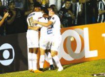 Santistas comemoram gol de Jean Mota em Fortaleza. Foto: LC Moreira/Futura Press/Folhapress