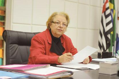 Prefeito inicia substituição do secretariado de interina