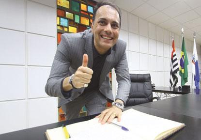 Atila Jacomussi é reempossado na Prefeitura de Mauá após 126 dias e dá início à transição