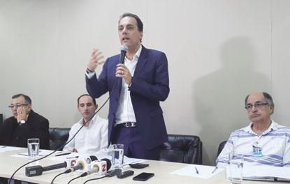 Atila Jacomussi estuda cobrar de  municípios por uso de aterro privado