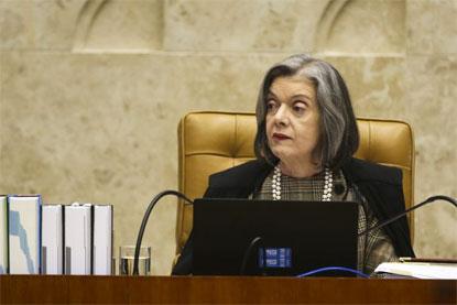 """Mundo vive mudança """"perigosamente conservadora"""", diz Cármen Lúcia"""