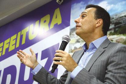 Atila vai rever aumento de ônibus e fim do passe livre estudantil