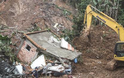 Chuvas provocam dez mortes e destruição no ABC