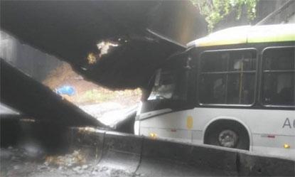 Parte do Túnel Rafael Mascarenhas desaba no Rio